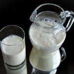 Mleko bez laktozy – czy to jeszcze mleko?