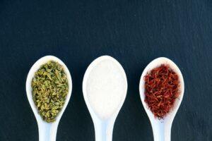 czym zastąpić sód - przyprawy